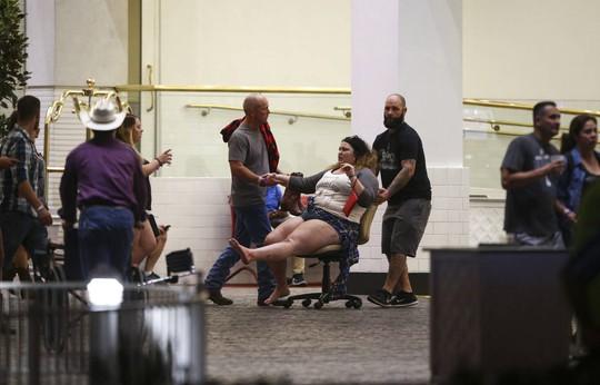 Vụ thảm sát Las Vegas: Bí ẩn kẻ xả súng da trắng và bạn gái gốc Á - Ảnh 6.