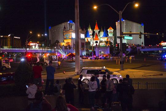 Vụ thảm sát Las Vegas: Bí ẩn kẻ xả súng da trắng và bạn gái gốc Á - Ảnh 3.