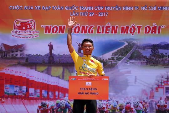 Nguyễn Văn Dương giữ vững Áo vàng