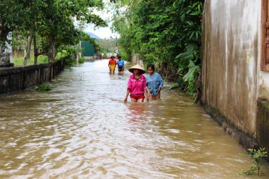 Cận cảnh Bắc Trung Bộ chìm trong mưa lũ - Ảnh 23.