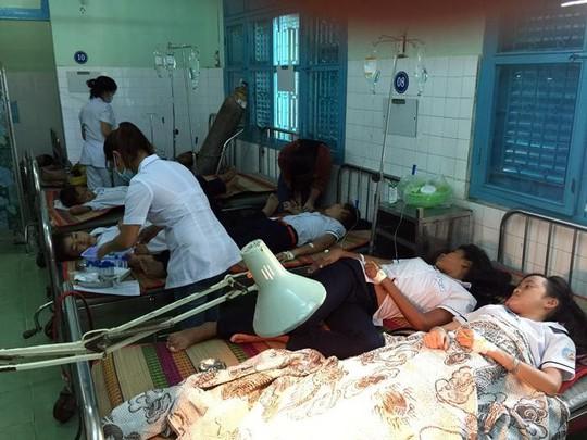 36 học sinh nhập viện sau bữa ăn sáng nghi do ngộ độc - Ảnh 1.
