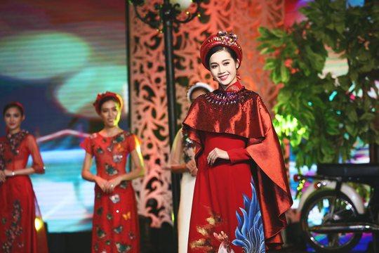 Ngắm bộ sưu tập áo dài tuyệt đẹp mang tên Cô Ba Sài Gòn của NTK Minh Châu - Ảnh 1.