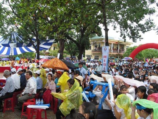 Đội mưa cổ vũ cho nhà vô địch Olympia 2017 Phan Đăng Nhật Minh - Ảnh 3.