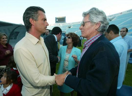 Cha của HLV Mourinho qua đời - Ảnh 1.