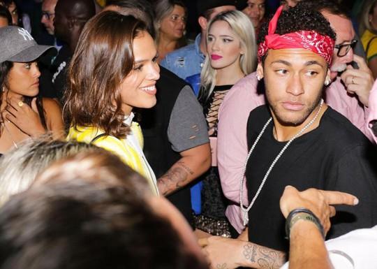 Neymar đổi kiểu tóc sau khi chia tay người yêu - Ảnh 2.