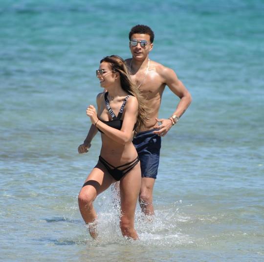 Hết cửa vô địch, Alli đưa người đẹp về vùng biển vắng - Ảnh 5.
