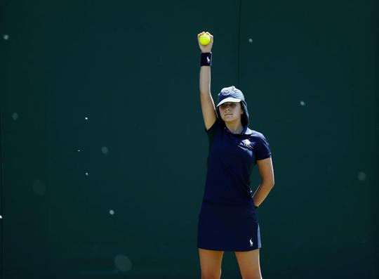 Wimbledon khổ vì kiến cánh - Ảnh 9.