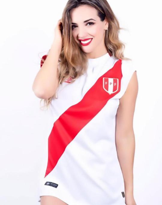 Người đẹp Peru cổ vũ ĐTQG bằng ảnh nóng - Ảnh 2.