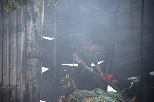 Cháy kho nông sản, hàng trăm tấn bột mì thành tro - Ảnh 2.