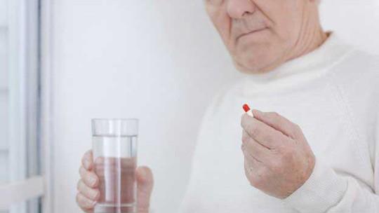 Khẳng định thêm sự liên quan giữa NSAID và cơn đau tim - Ảnh 1.