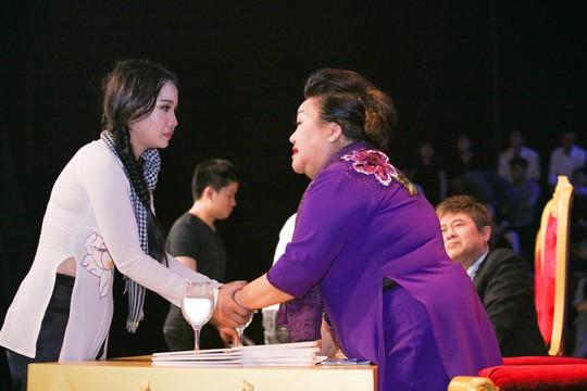Lương Bằng Quang thắng nhất tuần, trao hết tiền thưởng cho Mai Xuân Thy - Ảnh 2.