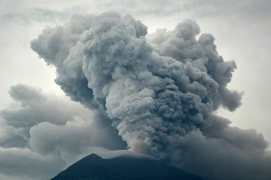 Người Việt chạy trốn núi lửa ở Bali - Ảnh 2.