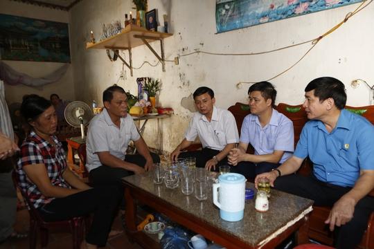 Chủ tịch Tổng LĐLĐ chia buồn gia đình nạn nhân vụ cháy tại Hà Nội - Ảnh 4.