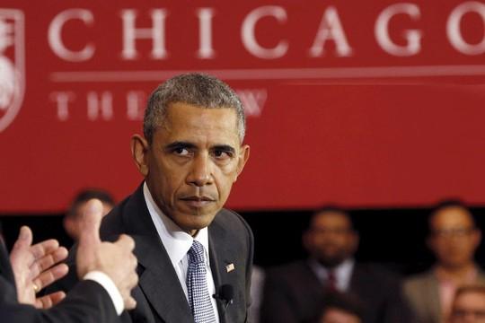 Cựu Tổng thống Barack Obama trong buổi diễn thuyết ngày 24-4. Ảnh: REUTERS