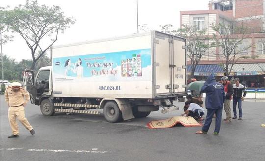 Đi bộ qua đường, cụ già 81 tuổi bị xe tải tông tử vong - Ảnh 2.