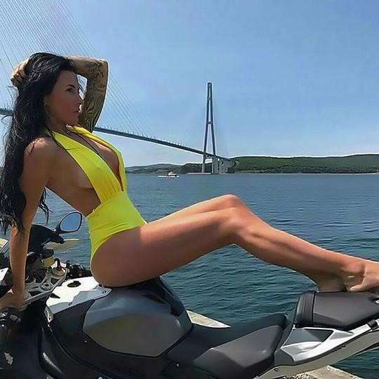 """""""Người đẹp lái mô tô hấp dẫn nhất Nga chết thảm - Ảnh 2."""