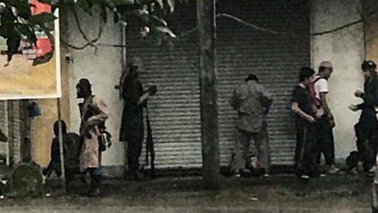 Giao tranh dữ dội, Philippines ban bố thiết quân luật trên đảo Mindanao - Ảnh 1.