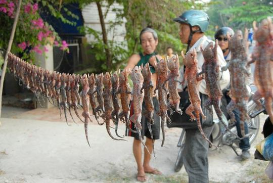 """Những khu chợ """"kỳ dị"""" ở Việt Nam"""