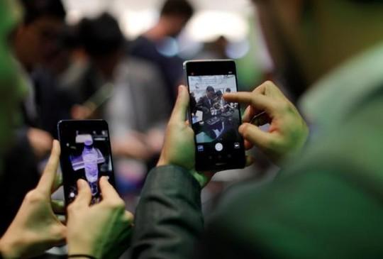 Smartphone Trung Quốc thời gian gần đây có giá khá cao. Ảnh: Reuters.