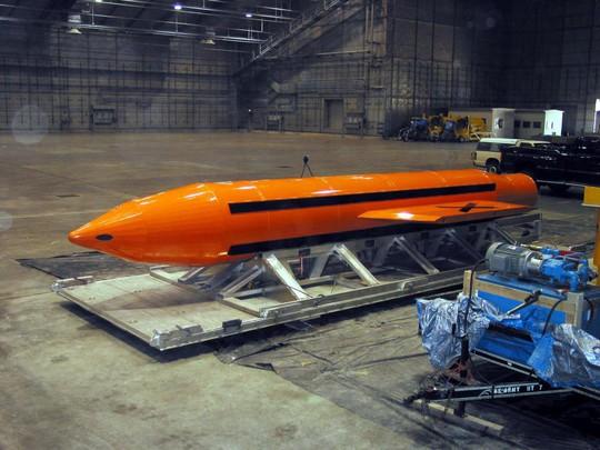 """""""Bom mẹ"""" GBU-43 của Mỹ tiêu diệt 36 tay súng IS - ảnh 1"""