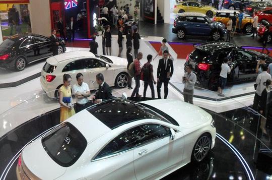 Thị trường ô tô hồi hộp chờ quy định mới - Ảnh 1.