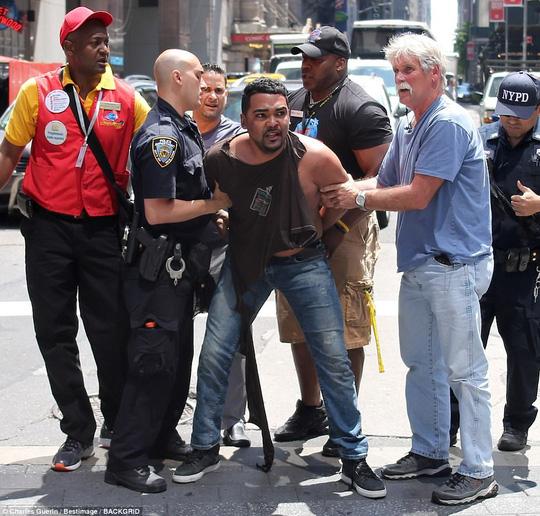 Hé lộ lý do của kẻ lao xe vào người đi đường ở New York - Ảnh 1.