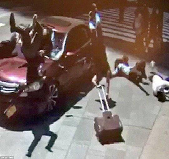 Hé lộ lý do của kẻ lao xe vào người đi đường ở New York - Ảnh 2.