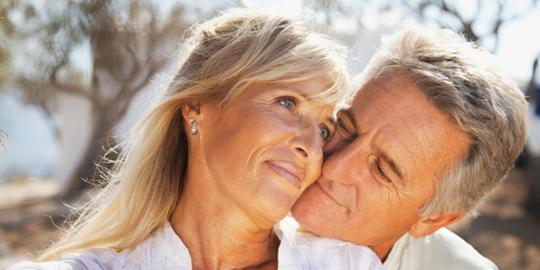 Gần 60 tuổi mới yêu lần đầu - Ảnh 1.