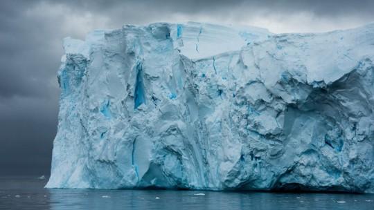 Dubai muốn kéo băng trôi từ Nam Cực về làm du lịch - Ảnh 1.
