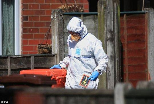 Bức ảnh đầu tiên về kẻ đánh bom tự sát tại TP Manchester - Ảnh 3.