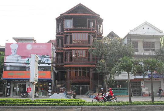 Ngôi nhà toàn gỗ giá 30 tỉ đồng giữa TP Hà Tĩnh - Ảnh 1.