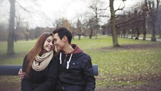 Liệu có hạnh phúc khi cưới vợ lớn tuổi hơn? - Ảnh 1.