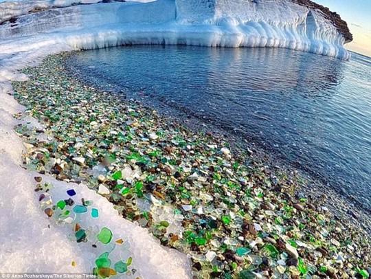 Bãi biển thủy tinh lấp lánh có nguy cơ biến mất - Ảnh 1.
