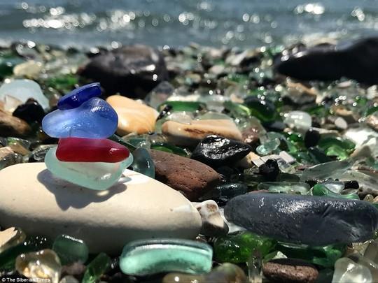 Bãi biển thủy tinh lấp lánh có nguy cơ biến mất - Ảnh 2.