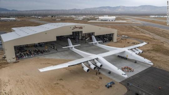 Hé lộ hình ảnh chiếc máy bay lớn nhất thế giới - Ảnh 1.