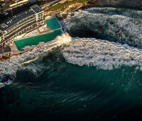 Bể bơi giữa biển khơi - nơi hút khách bậc nhất ở Sydney - Ảnh 1.