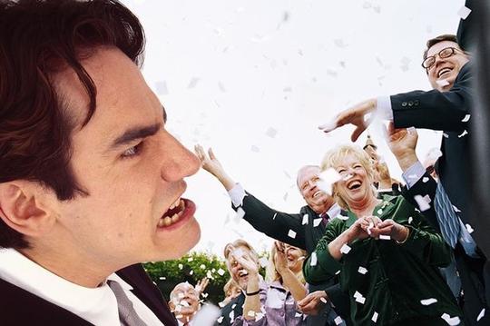 Chú rể từ mặt bạn thân vì bị cướp diễn đàn ngay trong tiệc cưới - Ảnh 1.