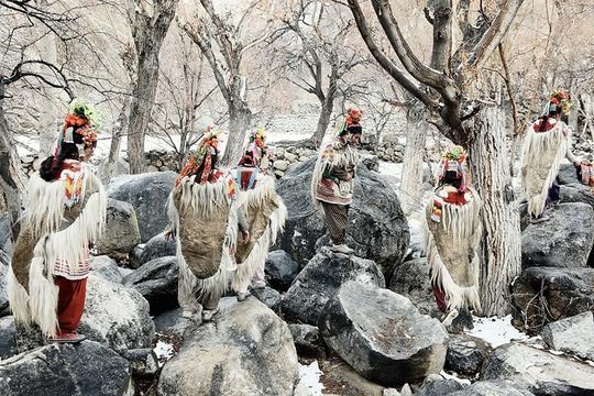 Bộ tộc có tục tự do đổi vợ trên đỉnh Himalaya - Ảnh 2.