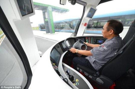 """Trung Quốc ra mắt xe """"3 trong 1"""" không cần đường ray - Ảnh 2."""