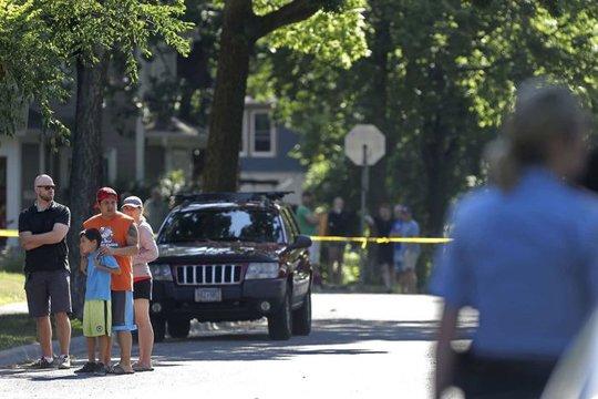 Mỹ: Bị chính cảnh sát mình gọi đến bắn chết - Ảnh 2.