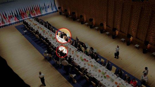 Cuộc gặp chưa từng tiết lộ giữa hai ông Donald Trump và Putin - Ảnh 1.