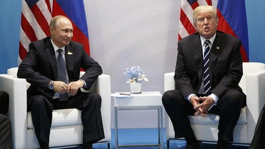 Cuộc gặp chưa từng tiết lộ giữa hai ông Donald Trump và Putin - Ảnh 2.
