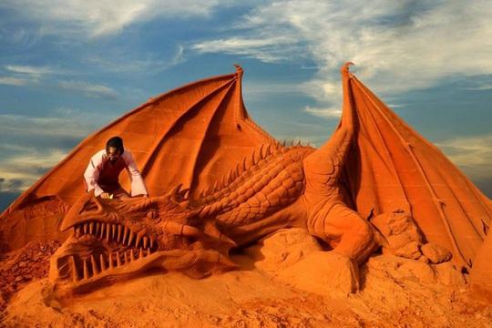 Phan Thiết có Công viên tượng cát đầu tiên trên thế giới - Ảnh 2.