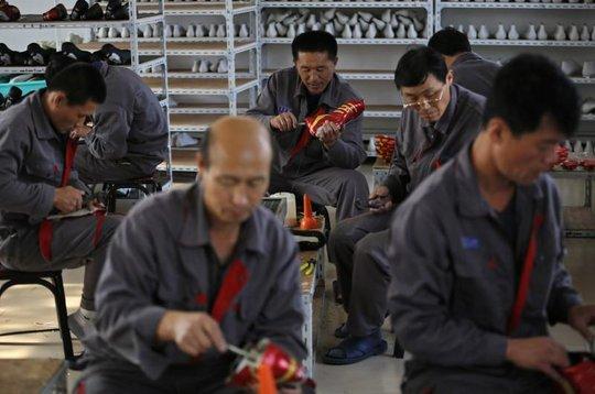 Hàng dệt may Triều Tiên made in China xuất khẩu khắp thế giới - Ảnh 1.