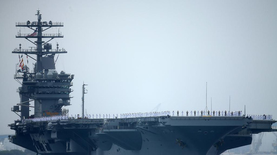 Máy bay không người lái Iran tiếp cận tàu sân bay Mỹ - Ảnh 1.