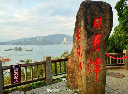 Du khách Việt tiểu bậy xuống hồ nổi tiếng Đài Loan - Ảnh 2.