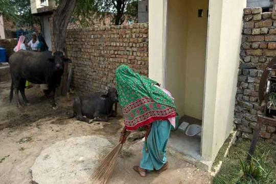 Ấn Độ: Ly dị vì chồng không xây nhà vệ sinh - Ảnh 1.