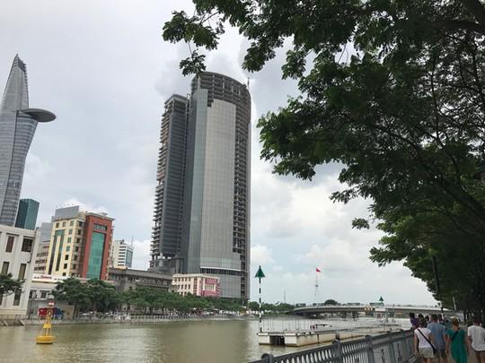 Cao ốc 42 tầng bị siết nợ, khách mua căn hộ bị bỏ rơi? - Ảnh 1.
