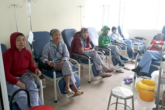 Đắng chát lời bệnh nhân ung thư giữa cơn bão  VN Pharma - Ảnh 1.