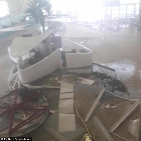 Siêu bão Irma phá hủy 90% đảo Barbuda, đang hướng đến Mỹ - Ảnh 2.